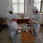 Obraz przedstawiający wyroby uczniów na zajęciach praktycznych